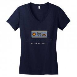 player 2 connect Women's V-Neck T-Shirt   Artistshot