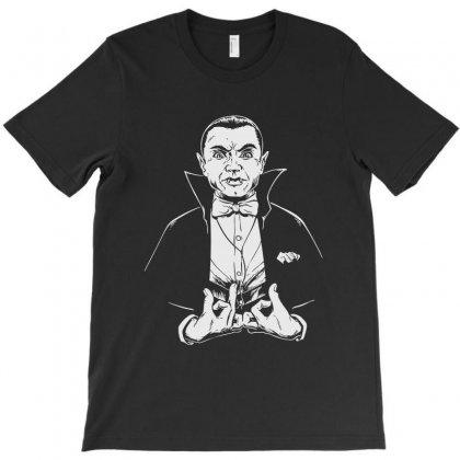 Dracula Bw T-shirt Designed By Meganphoebe