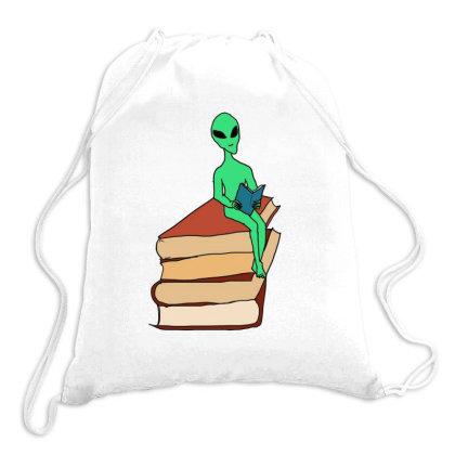 Alien Reading Drawstring Bags Designed By Cypryanus