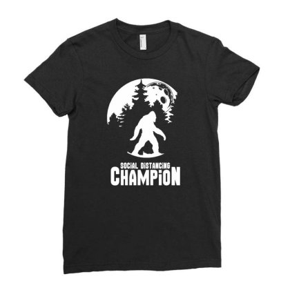 Bigfoot Social Distancing Champion Funny Tee Men's T Shirt Ladies Fitted T-shirt Designed By G3ry