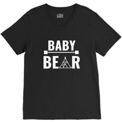 family bear pregnancy announcement baby white V-Neck Tee | Artistshot