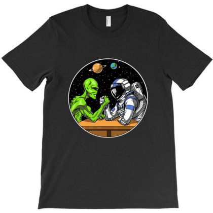 Space Alien Astronaut Arm Wrestling Ufo T-shirt Designed By Mildred