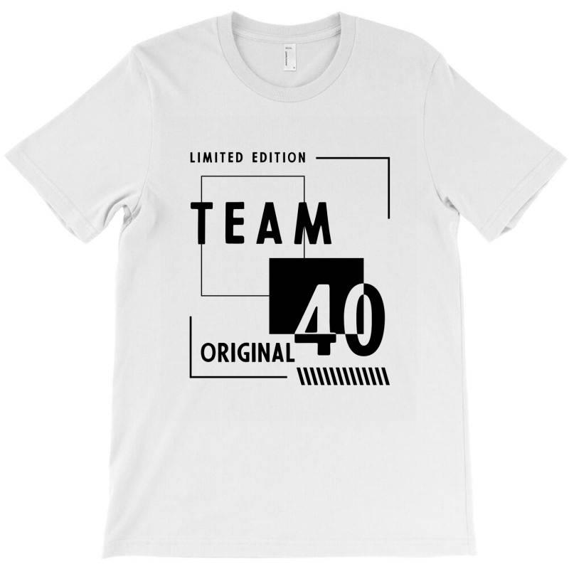 40 Year Old - 40th Birthday Funny Gift T-shirt   Artistshot
