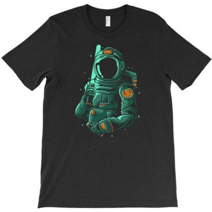 Spaceman War T-shirt Designed By Sakatiar