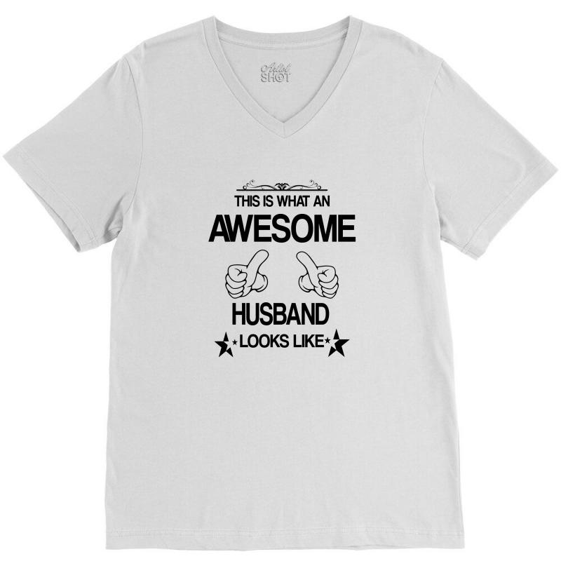 This Is What An Awesome Husband Looks Like V-neck Tee   Artistshot